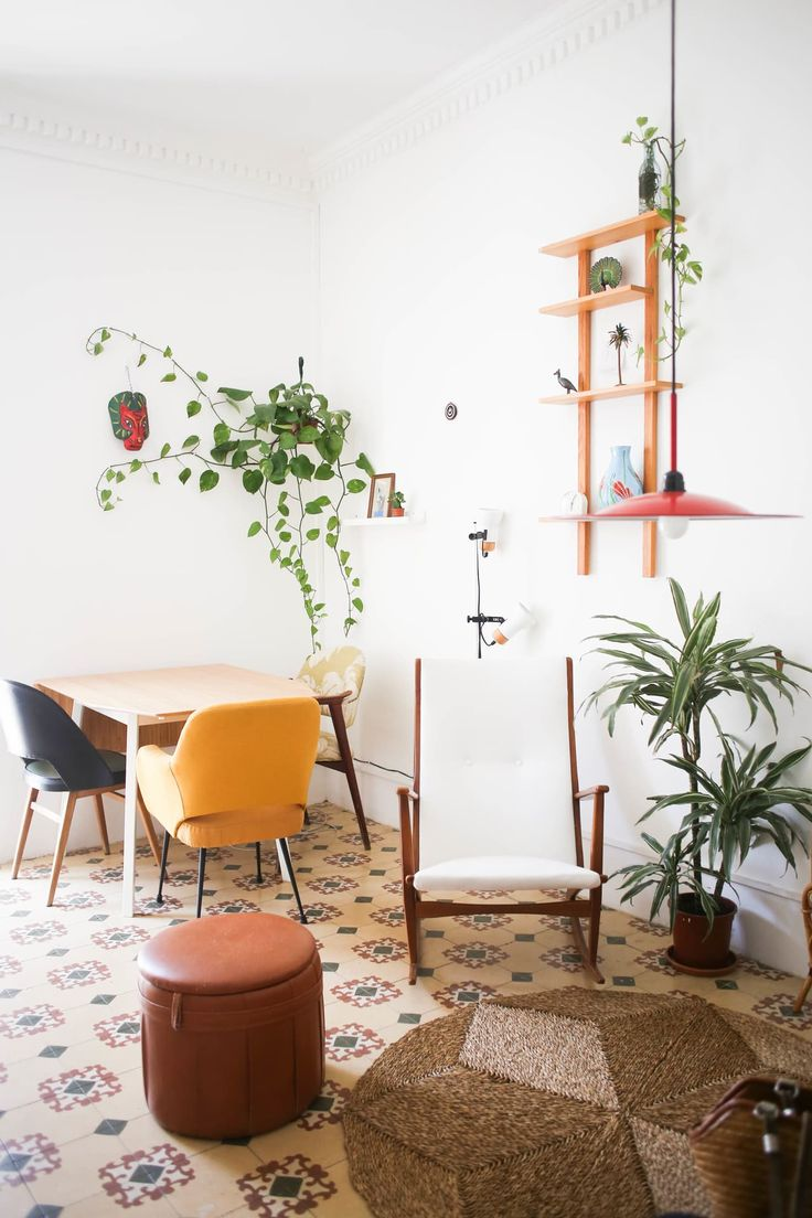Tropical Vibes in a Sunny Barcelona Apartment