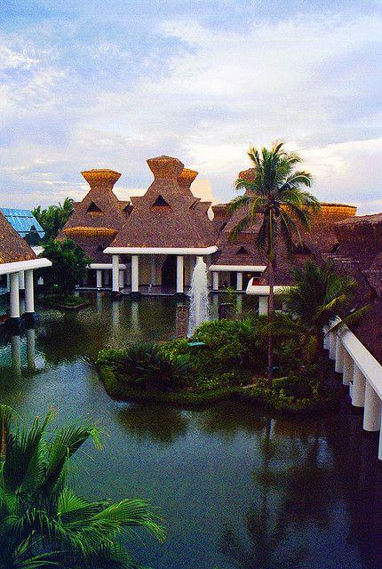Mayan Palace Hotel - Acapulco, MEXICO.   (by Concert-Captures.com, via Flickr)