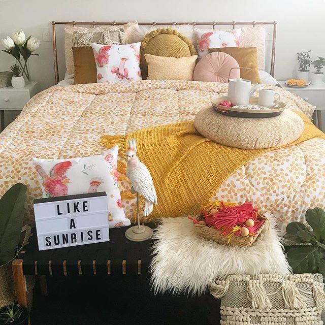 Friday I got Y E L L O W on my mind 💛💛💛💛💛🤪💛💛💛💛💛 . #bohobedroom #homedecor #interior4all #interior4you #interior444 #inspiremeinterior #inspiremehomedecor #homecrush #bedroominspo #bedroomgoals #dream_interior #lovemyhome #interior4ever #lifestyle #interior_delux #bohostyle #cockatoo #likeasunrise #australiana #yellow #wattleblossom #wattle