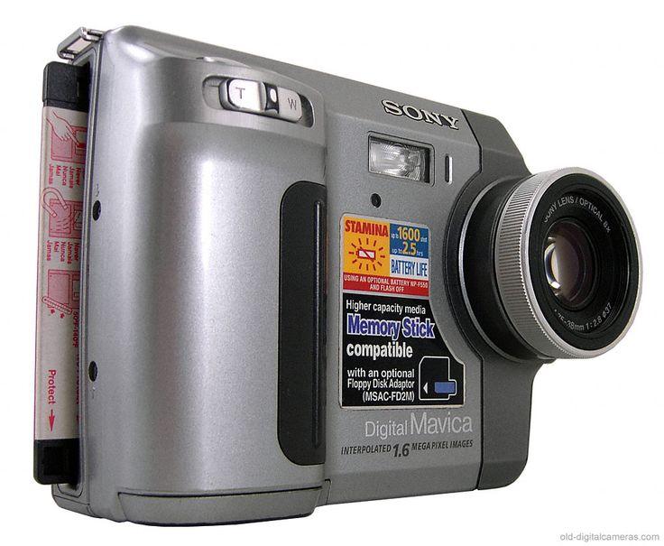 Esta cámara es la dycam model 1 fue fabricada en 1990 y fue el comienzo de la comercialización de las cámaras digitales.