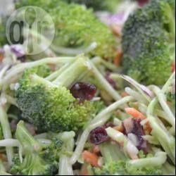 Zdjęcie do przepisu: Sałatka z brokułów i żurawiny