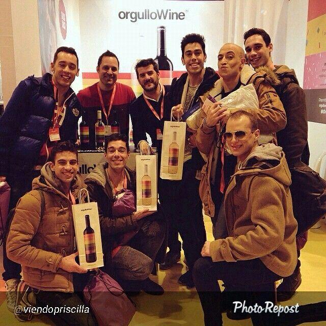 Con los chicos de Priscilla el musical  (pineado por @orgulloWine) #gay #orgullogay #orgullolgtb #wine #gay #colors #colours #rainbow #pride #freedom #gaypride #LGTB