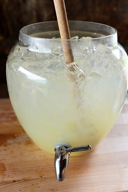 Homemade Lemonade by Ree Drummond / The Pioneer Woman, via Flickr
