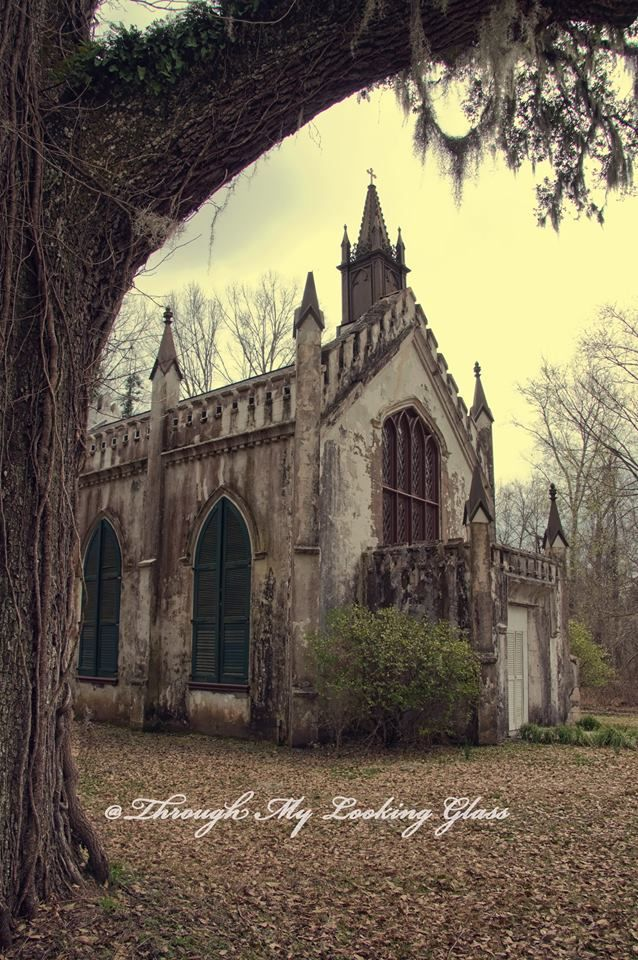 The private chapel was constructed in 1839 on the Laurel Hill plantation. At the time, the plantation was owned by Newton Mercer.