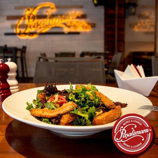 BALLI HARDALLI ÇITIR TAVUK SALATA Kızarmış tavuk parçaları, yeşil zeytin, mısır, meksika fasulyesi, kiraz domates, susamlı ve ballı hardal sos. Paşalimanı Bistro & Lounge.