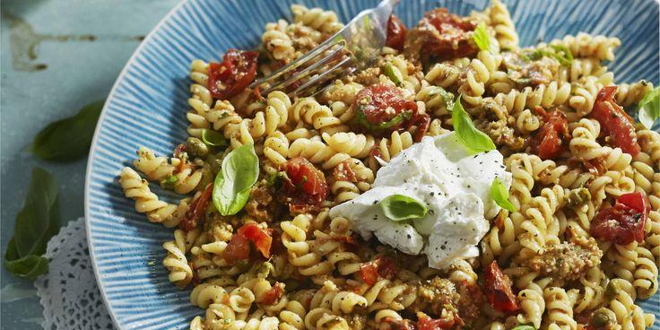 Boodschappen - Fusilli met geroosterde tomaat-amandelpesto