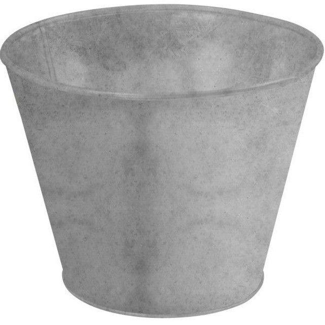 Pot de fleur en zinc ESSCHERT DESIGN : prix, avis & notation, livraison.  Ce pot en zinc patiné est idéal pour un bon développement de vos aromatiques ou de vos fleurs.Peu encombrant et léger à tranporter, ce pot de fleur d'une contenance de 2 litres permet d'habiller très facilement rebord de fenêtre ou terrasse. Son design authentique et sa matière brute en font un accessoire déco classique ...