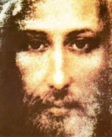 The Face we behold on the Shroud today is the very same Face the crowds beheld 2,000 years ago, as Jesus hung from the cross. Description from mcpriests.com. I searched for this on bing.com/images