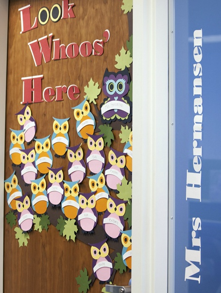 """Look Whoos' Here"" project perfect for any classroom door! #Cricut #backtoschool"