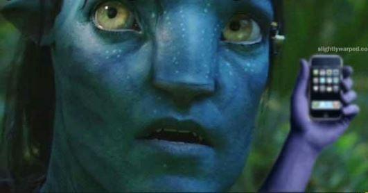Durante la filmación de Avatar, si un teléfono celular sonaba por accidente en la mitad de una escena el director James Cameron lo clavaba en la pared con una pistola de clavos. En otra ocasión, durante la producción de Jay Leno Show, Cameron clavó 20 celulares en la pared