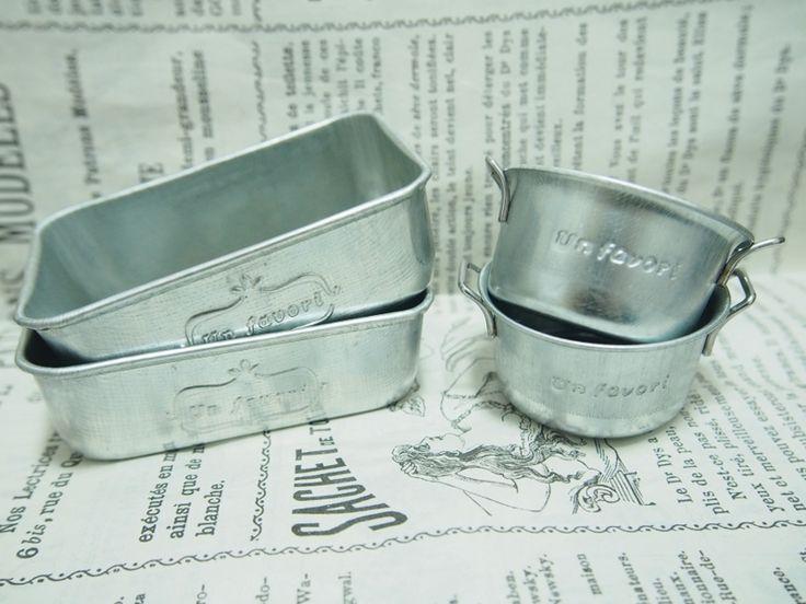 最近色んな方のブログでよく見る新商品?のブリキのココット型小物入れ&いっとき一世を風靡したブリキトレイ!