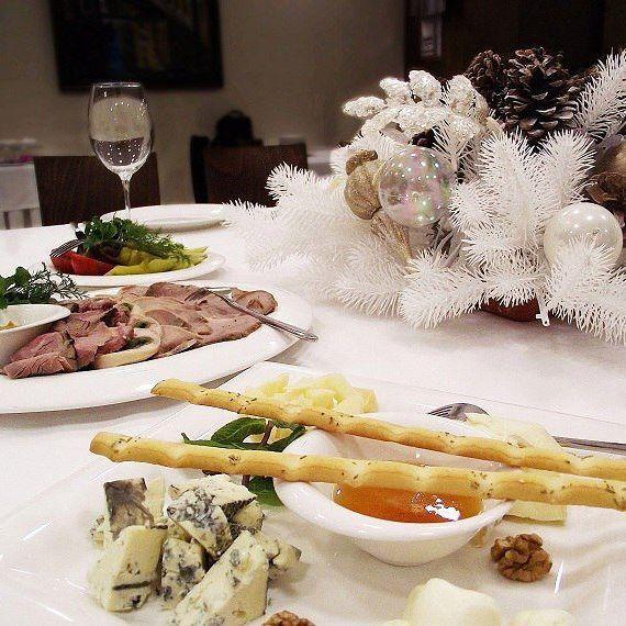 #праздничноенастроение #новогоднийстол #ресторан #Харьков  #hotelovis #voyager #newyeardecorations #restaurant #kharkiv #whatfood #newyearmood