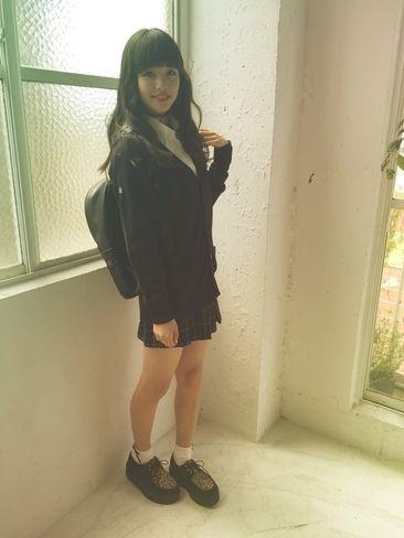 ST毎日コーデ:「制服を、ちょいゴズっぽく着こなしてみたよ☆ 全身ほぼ黒だけど、チョーカーとかラ…|Seventeen(セブンティーン)