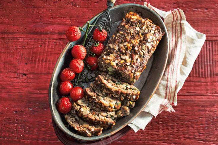 Met liefde en aandacht het lekkerste uit de oven - Recept - Gehaktbrood met basilicum, paddenstoelen en spek - Allerhande