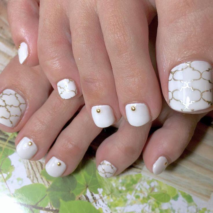 #gelnail #gelnails #nails #nailart #nailstagram #white #painting #gold#大人の為のフットネイル #肌なじみの良い白#混色#カラー調合#シンプルネイル #美爪#美甲#ehime #naokonails