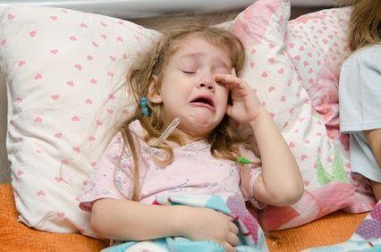 BEBEK ve ÇOCUKLARDA GASTROÖZOFAGEAL REFLÜ Asit de içeren mide içeriğinin yemek borusu, ağıza kadar gelmesi durumu olarak tanımlanabilecek reflünün belirtileri nelerdir, tedavi süreci nasıldır?