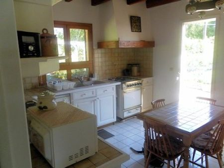 Bungalow for sale in Bussière-Poitevine, France : Detached bungalow (1984) with large barn/garage on 1,400 m².