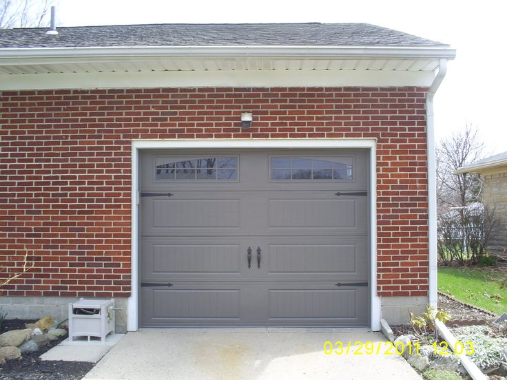 22 best lisa 39 s house images on pinterest exterior colors for Painted garage doors pictures