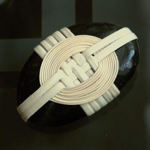 """Dekorativní kámen """"spletené prsteny""""- těžítko"""