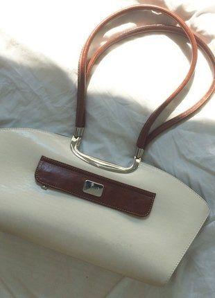 Kaufe meinen Artikel bei #Kleiderkreisel http://www.kleiderkreisel.de/damentaschen/handtaschen/137017046-italienische-designertasche-in-braun-und-weiss-kunstleder