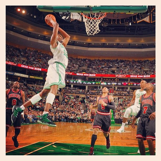 JaJuan Johnson throws down an alleyoop from Rajon Rondo, who had a triple-double with 32 points, 15 assists and 10 rebounds. #Celtics beat the Bulls 95-91.