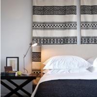 marokaans wandtapijt achter het bed