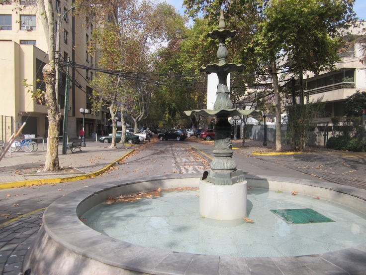 Pileta otoñal de Santiago oriente