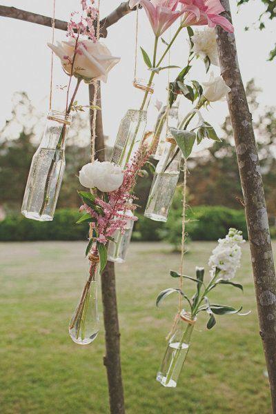 os presentamos una seleccin de bellas ideas para decorar con flores colgantes una fiesta o evento