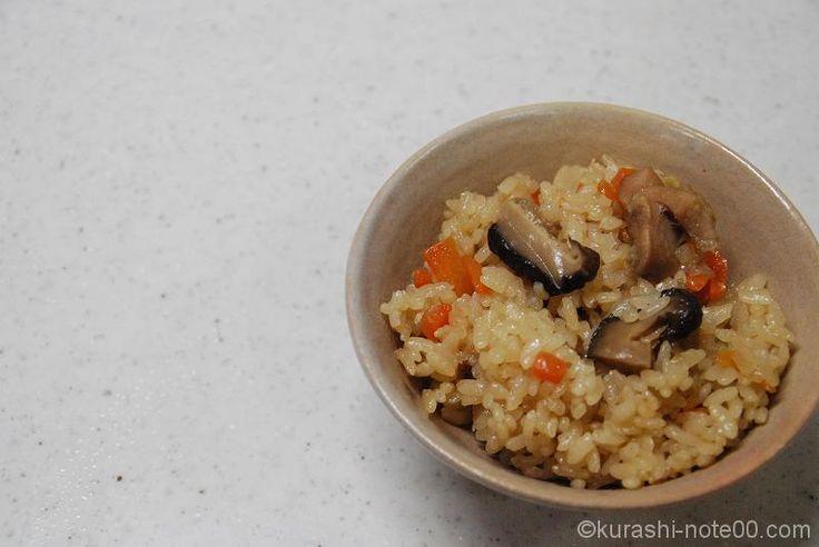 博多では鶏肉のことを「かしわ」と呼びます。そしてそのかしわで作るかしわご飯が絶品。うどんや行楽に欠かせません。美味しく炊けるかしわご飯のレシピを紹介します。