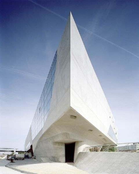 zaha hadid - phaeno science center, wolfsburg, germany