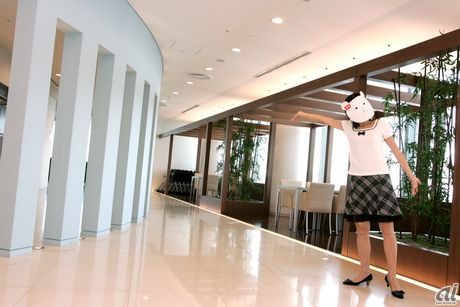 ハロー! Ziddyです。今回Ziddyは、10月1日付けで日本オラクルに正式入社した4代目社員犬のCandy Candy(通称Candy)を訪ねてオラクル青山センターまでやって来ました。Candyはグリーティング&ヒーリング アンバサダーって役職についているのよ。なんだかカッコ...