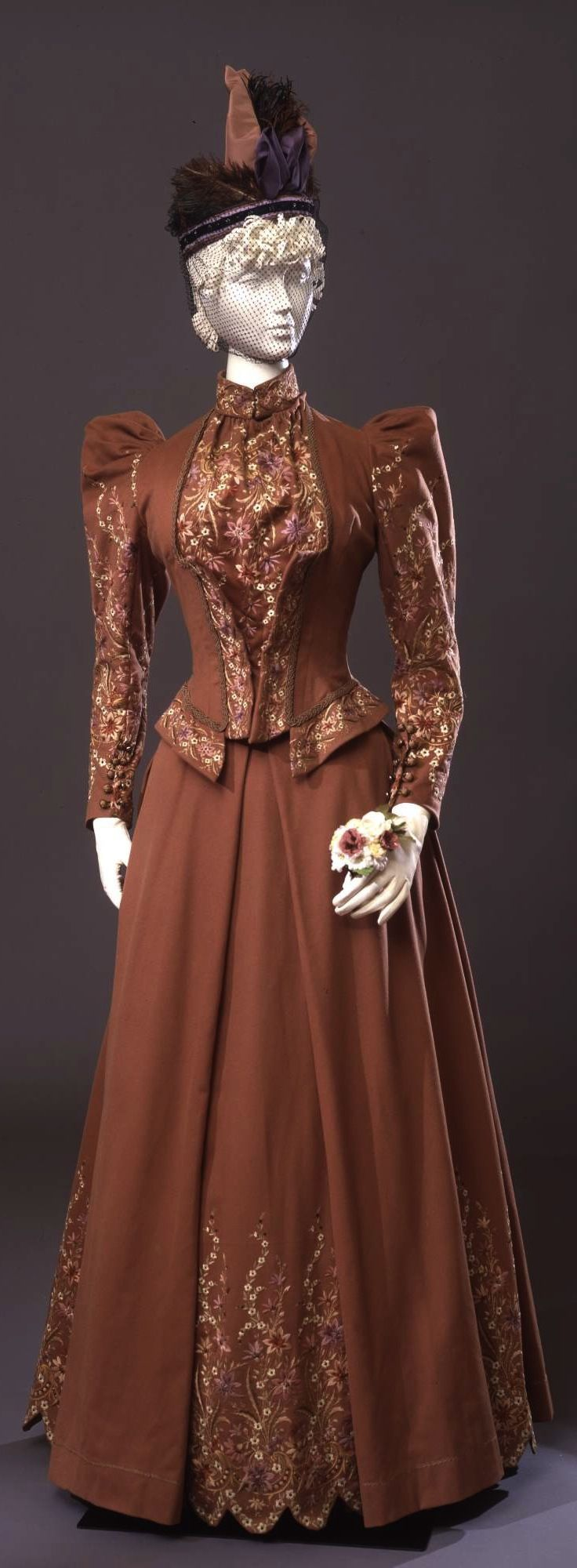 Walking dress in two parts (bodice and skirt), by Sartoria Giuseppa Giabbani Mode e Confezioni, Florence, c. 1891, at the Pitti Palace Costume Gallery. Via Europeana Fashion.