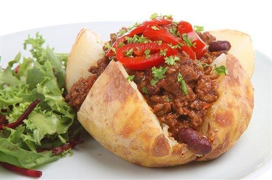Картофель, фаршированный мясом и зеленью