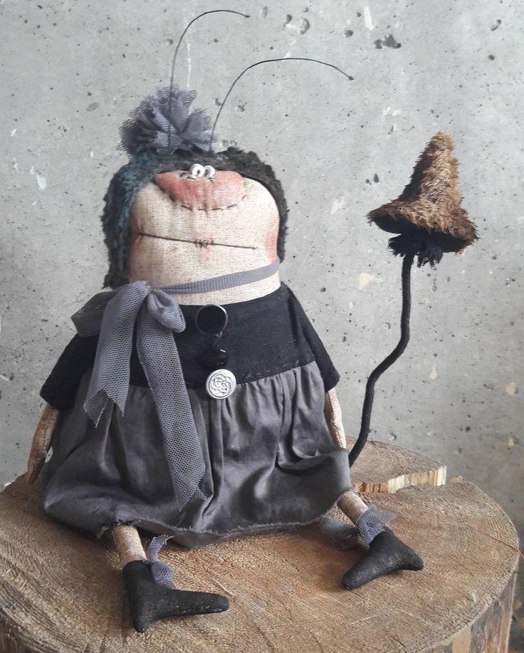 Всем доброй пятницы желает Настасья Филиповна и да , эта та дама для которой была шита говняночка ))) #постотак #моинаивныепримитивы #муха #гриб #наивноеискусство
