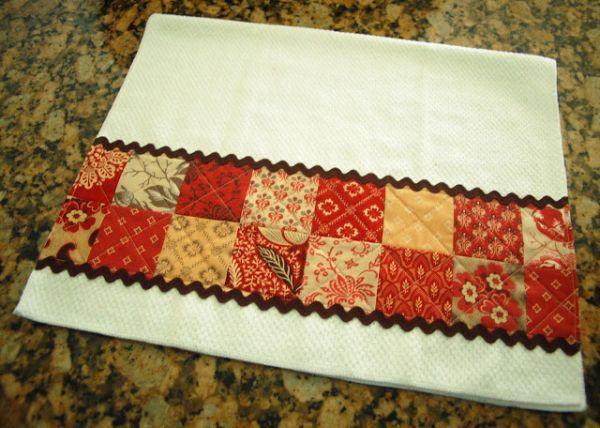 Decorar pano de prato com retalhos é um sustentável artesanato (Foto: diaryofaquiltmaven.blogspot.com.br)
