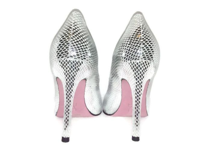 www.alofadesigns.com Come check out our pink bottom heels and free fashion advice written daily on our fashion blog