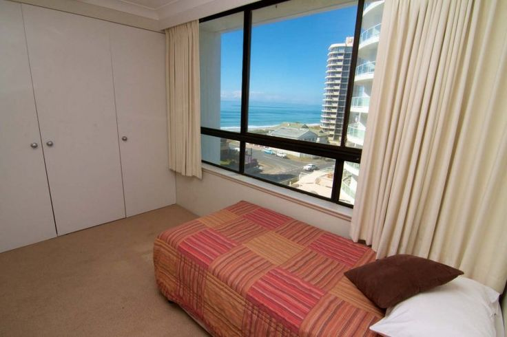 Carrington Court - 2nd Bedroom With Ocean Views - Main Beach Gold Coast Apartments