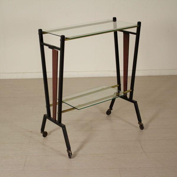 Carrello anni 50-60 porta TV; metallo, vetro, materiale plastico. Buone condizioni; presenta piccoli segni di usura.