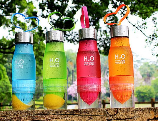 Minuman kesehatan yang sekarang sedang ngehits di indonesia adalah Infused water atau mencampurkan berbagai macam buah kedalam wadah yang sudah diisi air, kemudian ditutup dan disimpan dalam lemari pendingin. Setelah lebih dari 2 jam, infused water siap untuk anda konsumsi.  Kapasitas: 650 ML Bahan : Plastic Grade 7 (BPA FREE) Ukuran: 24 x 6.5 cm Warna: Blue, Yellow Rp 110.000 belum termasuk Ongkir. :)