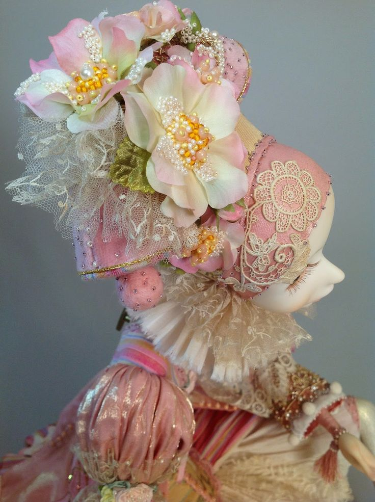 ANNADAN_peach color. Girl with a musical mechanism, the music Waltz of the Flowers. Very gentle. Sits on a small banquette with bronze legs. All natural fabrics, antique lace, embroidery gimp, batiste, velvet, fine linen, moire silk, tapestry, sewing beads. Eyes, hand-painted glass. Completely handmade in a single ekzemlyare. Size 48 inches (sitting)