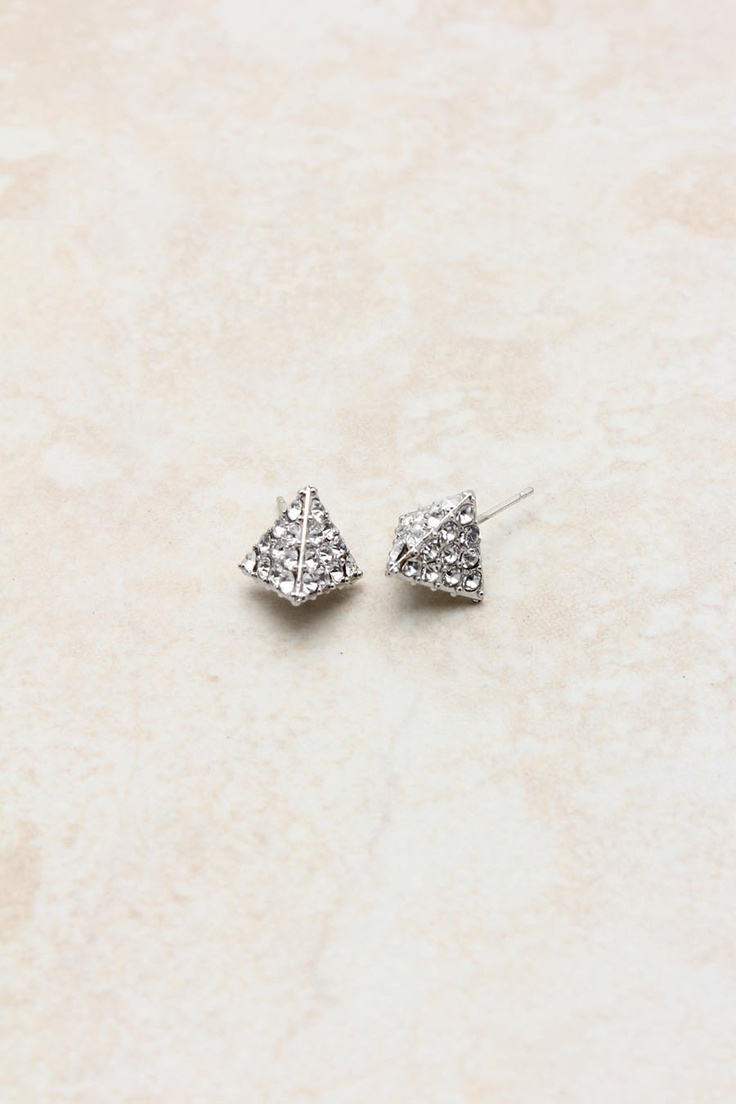 pyramid studs earrings