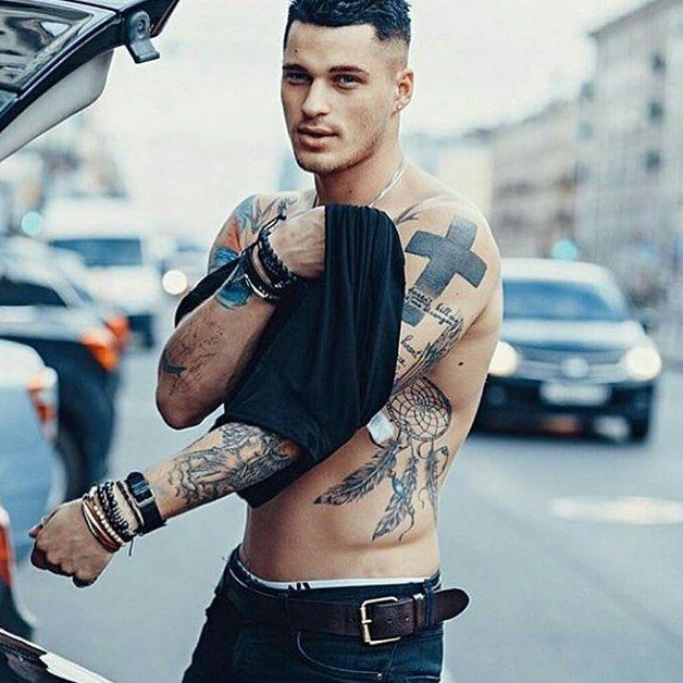 Guys with tattoos😌👌🏼Check out @smokenmen for more!