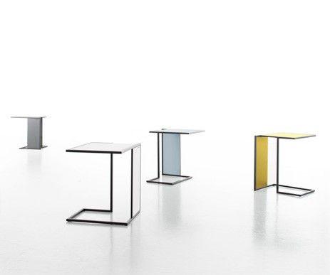 Bardzo wygodny stolik Riva. Nie zabiera wiele miejsca, a jest niezwykle funkcjonalny i bardzo wytrzymały