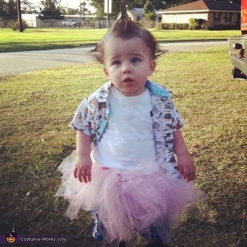 Ace Ventura pet detective hahahahaha if I ever have another little boy I will do this before hes old enough to pick his costume. I will also teach him how to speak in reverse. That is all.