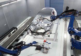 Roboter gesteuerte Schwingungsmessungen, berührungsloses Messverfahren um Objekte zu vermessen! Der weltweit modernste Prüfstand für Schwingungsmessungen von der Polytec GmbH.