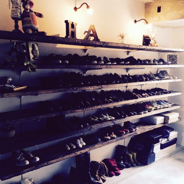 taruさんの、古材,観葉植物,インダストリアル,ブラケットライト,リノベーション,男前,靴多すぎ,玄関/入り口,のお部屋写真