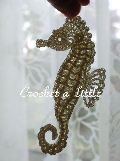 Seahorse Applique タツノオトシゴのモチーフ(編み図付き、竜の落とし子) : Crochet a little