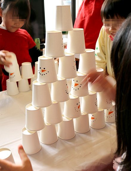 紙コップ早積み競争 クリスマスアクティビティ キッズパーティー演出