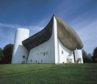 Ll'Eglise Notre Dame du haut realisée en 1950 par Le Corbusier à Ronchamp (Haute-Saône)