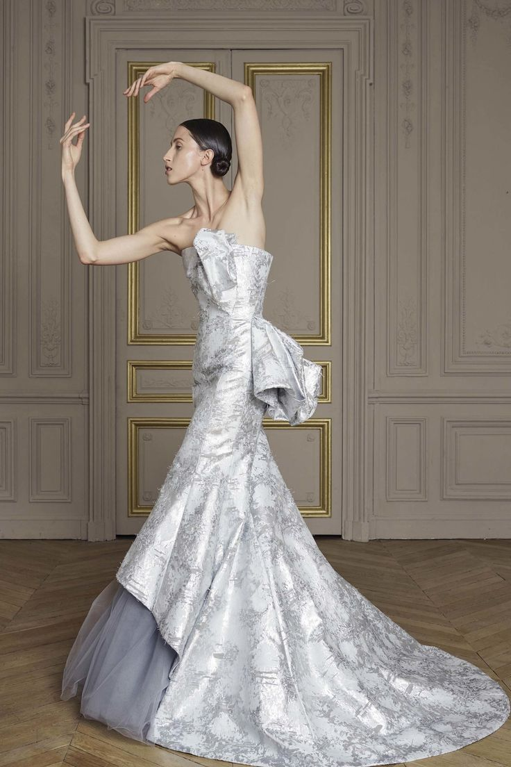 Giles Deacon Fall 2016 Couture Fashion Show